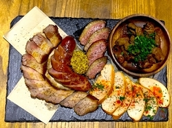 どんなシーンにも使える!燻製肉を堪能できるお腹いっぱいパーティーコース!