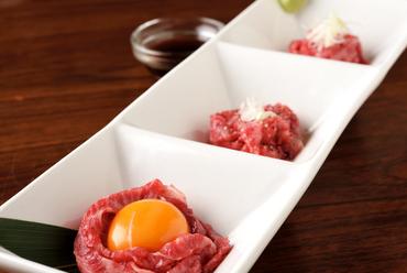 とろけるお肉の旨みを味わう『ハラミユッケ3種盛り』