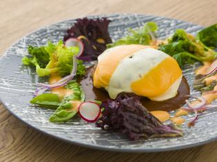 肉の旨みが味わうたびに溢れ出る『ダブルチーズハンバーグ』