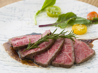 山形県の名産品「米沢牛」と自家栽培する旬の野菜