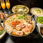 宴会シーズンの主役。旬の食材で彩るコースを用意。2時間から最大3時間まで楽しめる飲み放題もセット、幹事の方はお見逃しなく。