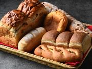 その日のパンをお好きなだけ食べられます