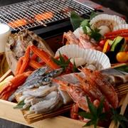 いつもアツアツ! お客様自身でジュージュー焼く。焼きたて、アツアツの新鮮な海の幸が食べられるのが魅力!