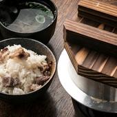じっくりゆっくり炊き上げ、牛肉の旨味と香りを閉じ込めた、シンプルであっさりした味わいの『牛の釜めし』