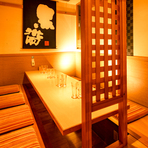 木を基調とした温かみとこだわりが光る人気のデザイン個室。