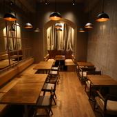 中央のキッチンから先、奥の部分は24名収容の個室