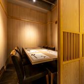 オシャレな和風空間に本格江戸前鮨が思い出を彩ります。