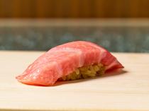旬魚で彩るこだわりの絶品料理を織り交ぜた『おまかせ握りコース』