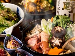 博多風 鶏の水炊き鍋や鶏の燻製など料理9品と、飲み放題付きのボリューム満点なご宴会プランです!