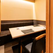 店内には最大8名まで使えるゆったりとした個室があり、接待や商談などに最適。少人数での利用はもちろん、各種宴会や親しい方との集まりなどにもおすすめです。