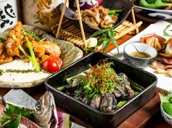 カツオのタタキや鶏の炭炙焼きなどと飲み放題付きの夏に最適なリーズナブルプラン!