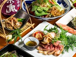 名古屋コーチンとお野菜のコクと旨みが詰まった白湯鍋をはじめ枕崎ぶえん鰹や地鶏手羽の唐揚など地鶏料理