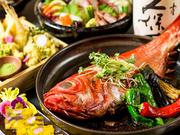 四季の食材をシェフが巧みな技で華麗にアレンジ。名古屋コーチンの白湯鍋や鶏手羽の香味揚げなど、店自慢の地鶏料理と旬の逸品、美酒が飲み放題の人気コースです。