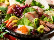 豪華名古屋コーチンの白湯鍋、金目鯛の幽庵焼きと高級食材を贅沢に使用した、店一番のプレミアムコース。もちろん飲み放題付です。オプションの『プレミアム飲み放題』をつければ接待にもおすすめ。