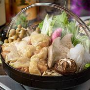 地鶏と鮮魚を使用した、自慢の逸品料理が全10品堪能できる贅沢なプランです。料理長がつくり出す、ワンランク上の創作和食が提供されます。各種宴会や記念日などの利用におすすめです!