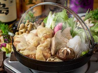 新鮮な「大山鶏」を季節の野菜と煮込んだ『地鶏すき焼き鍋』