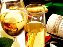 飲み放題と当店オリジナルアニバーサリーケーキ、シャンパンボトルプレゼント