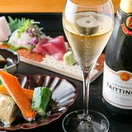 春夏秋冬の国産食材が織りなす、丁寧な日本料理を会席コースで。9~10品の構成で魅せる料理はつけダレやしょうゆに至るまで、すべて手間ひまかけた逸品ぞろいです。料理人が自ら厳選した旬の味わいは格別です。