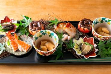 四季折々の伝統の和食を楽しむ『季節の八寸』