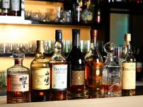 ほろ苦いウィスキーの味わいに酔いしれる、大人のバー