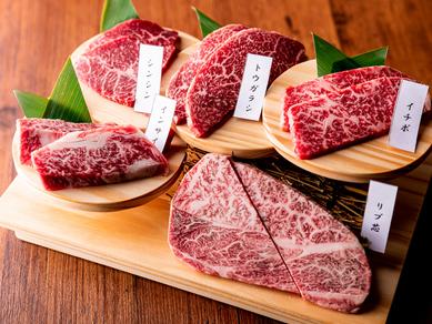自慢の和牛肉の中から選りすぐった部位を盛り合わせで楽しむ『厳選5種盛り合わせ』