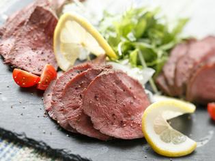 豊かな食感が後を引く『ロースト牛タン』