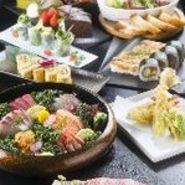 付だし・枝豆・サラダ・舟盛お造り・だし巻き・鯛のかぶと煮・ローストビーフ・天ぷら串盛合せ・太巻き寿司・デザート