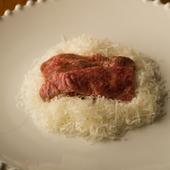 今まで食べたことがないような、想像を超えた味わいの『三田牛のカルパッチョ』