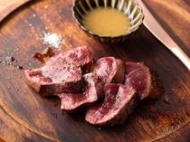 口の中で膨らむ美味しさ…!柔らかで豊かな風味が味わえる『北海道北見産熟成エゾシカのロースト』