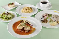 期間限定で3300円以上のコース料理を4名様以上のご予約でスパークリングワインをサービス!