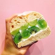 お好きなベーグルサンド/オーガニック野菜のサラダ/グラノラヨーグルト自家製ジャム添え/ドリンク  価格:お好きなベーグルサンド+500円