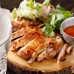 栃木県産ヤシオポーク使用。極薄ライスペーパーで薬味野菜と巻いて食べるベトナムスタイル。