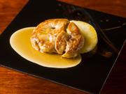 フォアグラの魅力を再発見できる一品。程好い辛みを加えた西京味噌にフォアグラを1~2日漬け、鉄板で香ばしく焼き上げ。フォアグラの脂と味噌の風味がお互いを高め合い、驚きの美味しさに。余韻の美しさも格別。