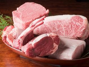 美味しくて健康的なグラスフェッドビーフ、和牛など厳選肉が集う