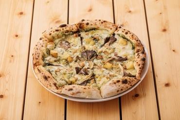 やまめのアンチョビとバジルのピザ