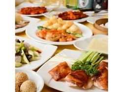 各種宴会にぴったりの火鍋、そこに点心の食べ放題が加わったコース