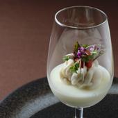 五感が驚く味わいと食感。アミューズの名作『白子と杏仁豆腐』