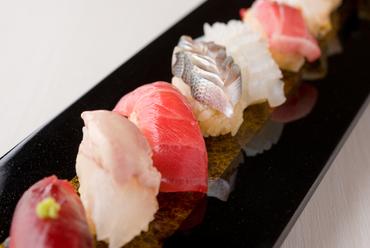 江戸前寿司と日本料理をコースでいただく、特別な日に最適な鮨店