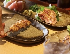 あるじのおすすめをぎゅっと凝縮したコース。 鶏刺し、串焼きから〆のそぼろご飯まで!
