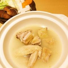 サラダ、前菜、串焼き4本と水炊き。〆の雑炊は必見!青森シャモロックを使用した水炊きのコース