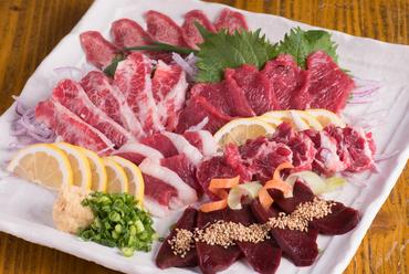馬刺しの本場、熊本ならではの味。原価率100%の一推しメニュー『ちょうちん刺』