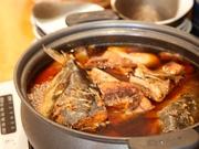 千葉県などで水揚げされる新鮮な魚を使っています。ホクホクの身と魚の旨みが溶けだした煮汁は、ごはんのお供に最適。季節により魚の種類が変わるので、新たな味に出合える楽しみが増えます。(料理は一例として)