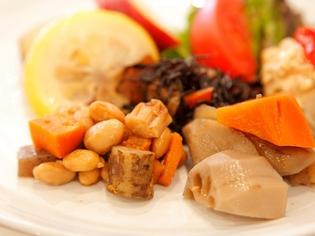 いろいろな野菜をふんだんに使った優しい味わいの『煮物』