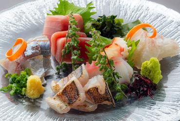 おすすめの旬魚を存分に味わえる『本日のお造り盛り合わせ』