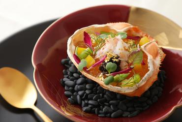 旬の高級食材が織りなす上質を味わう、ディナー限定の『前菜』