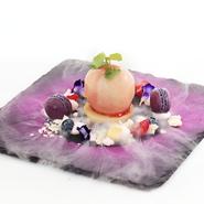 紅ずわい蟹、海老の旨味を引き出したトマトクリームのパスタです。 お皿の縁に散らしたカラスミのパウダーはお好みでかけながらお召し上がりください。