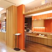 「銀座三越」の4階のフレンチカフェ