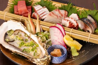 店主が厳選。旬ならではの脂がたっぷり乗った魚を堪能できる『お造り5種』