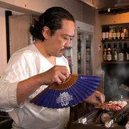 「無理をするのがポリシー」と語る金子氏。美味しい料理をたくさんの人に届けるためには何をすれば良いかを常に考え、「1日限定の飲み放題」や「期間限定の500円ランチ」に挑戦するなど、様々な取組を行っています。
