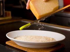 当店人気のチョモランマ~牛ロースステーキ~ 牛も海鮮も楽しみたいそんな欲張りなあなたに送る至極の料理